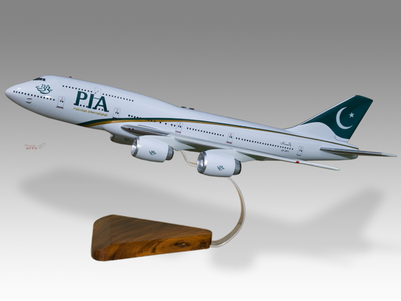 MINT CONDITION   AIRLINE PIA PAKISTAN INTERNATIONAL BOEING 747-300 SAFETY CARD
